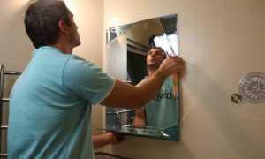 На что клеить зеркало на стену