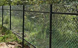 Ставим забор из сетки рабицы своими руками